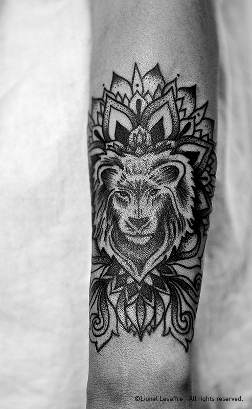lion mandala tattoo pictures to pin on pinterest tattooskid. Black Bedroom Furniture Sets. Home Design Ideas
